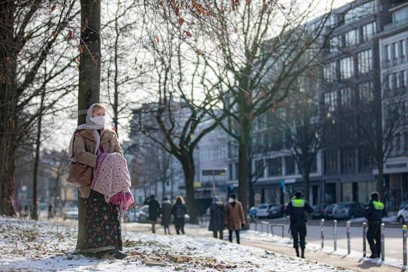 Friedliche Kundgebung, um auf die Gefährdung der 21 Bäume aufmerksam zu machen. Wir bedanken uns bei rund 80 wundervollen Menschen.