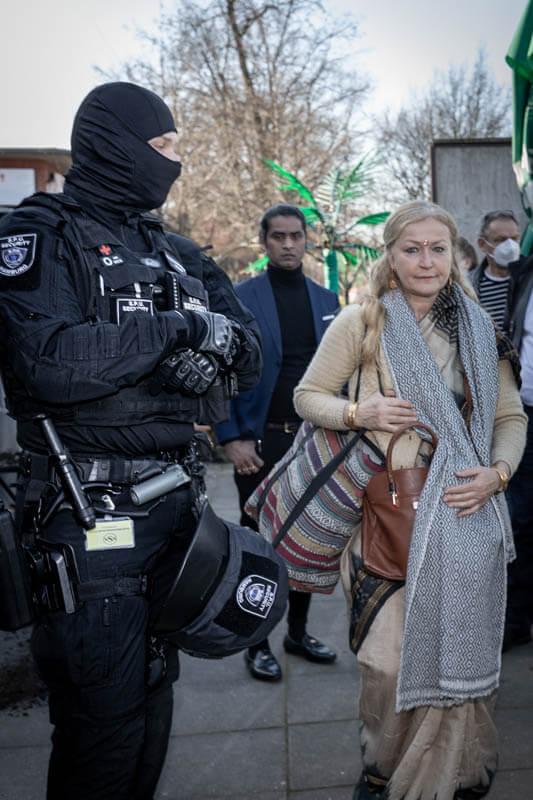 Von der Sprinkenhof beauftragte Privatarmee sollten vermeintlich die Proteste zum Eskalieren bringen. Dennoch blieb St. Pauli friedlich. So agiert das Baukonsortium: Pahnke Markenmacherei, Hamburg Team, Steg, Argus.